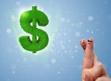 Fingeres sonrientes felices que miran la muestra de dólar verde de la hoja Imagen de archivo libre de regalías