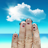 Fingerfamilie reist am Strand Stockbilder