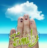 Fingerfamilie reist am Strand- und Familienwort Lizenzfreie Stockfotografie