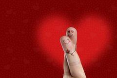 Fingerkunst eines glücklichen Paars Mann ist, gebend umfassend und Blume Auf lagerbild Lizenzfreies Stockbild