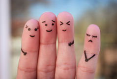 Fingerkunst von Leuten Einsamkeit, Verteilung von der Menge stockfotos