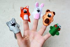 5 Fingermarionetten Wolf, Fuchs, Kaninchen, Bär, Frosch Stockbild