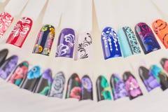 Fingernagelkunst-Designproben stockbilder