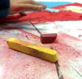 Fingerzeichnung mit Pastellen Stockfoto