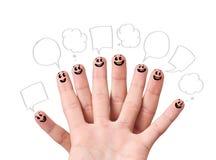 Fingra smileys med anförande bubblar. Fotografering för Bildbyråer