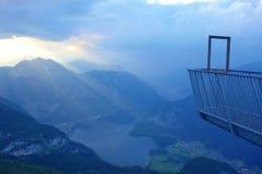 5 fingrar är en fri visningplattform i de Dachstein bergen av Upper Austria, på monteringen Krippenstein Det namngavs Royaltyfri Bild