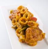 fingures stekte kryddig tioarmad bläckfiskstir för varm lady arkivfoto