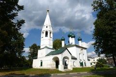 Finhackad kyrka av St Nicholas i Yaroslavl År av konstruktion - 1695 Royaltyfria Bilder