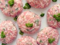finhackade meatballs plate white Arkivbilder