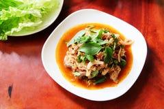 Finhackat griskött, kryddig thailändsk mat Laab mu Arkivfoton