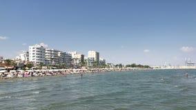 Finikoudes plaża w Larnaka, Cypr zbiory wideo