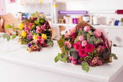 Finished bouquets on the table Royalty Free Stock Photography