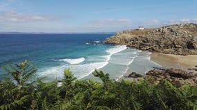 Finistèrestrand onder een duidelijke hemel, Bretagne, Frankrijk, Europa stock foto's