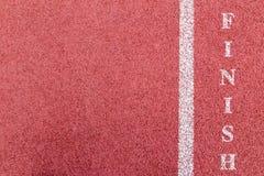 Finition blanche sur la texture courante de voie en caoutchouc Image stock