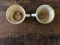 Finito due tazze di cappuccino caldo Immagini Stock