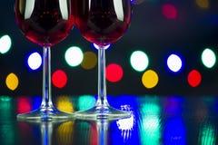 Finka för två vinexponeringsglas på partiet royaltyfria foton