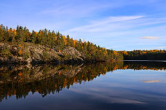 Finland: Autumn colours by a lake Royalty Free Stock Photos
