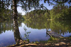 Finland: De dag van de zomer door een meer Stock Foto