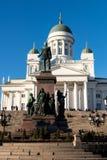 Finland Helsingfors domkyrka och monument till Alexander II Royaltyfri Foto