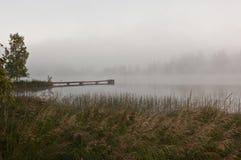 Finland, mist op het water Stock Afbeeldingen