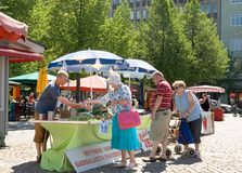 Finlandia. Lahti. Quadrado do mercado Fotos de Stock Royalty Free