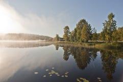 Finlandia, névoa na água foto de stock