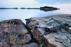 Finlandia: Noche de verano por el mar Báltico Foto de archivo libre de regalías