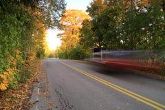 Finlandia: Tráfico de coche en otoño Imágenes de archivo libres de regalías