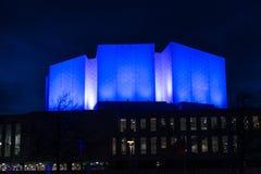 Finlandiaen Hall som är upplyst på natten Arkivbild
