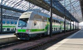 Finlandssvenskt drev på järnvägsstation av Helsingfors, Finland arkivfoton