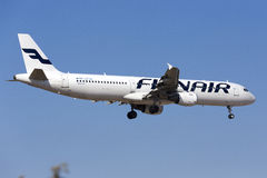 Finnair à l'approche finale Photographie stock libre de droits