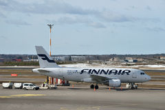 Finnair Airbus A319 dans l'aéroport international de Helsinki Photos libres de droits