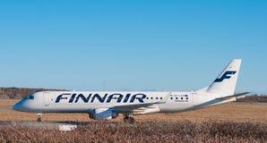 Finnair Embraer 190 dans l'aéroport de Copenhague Photos libres de droits