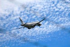 Finnair-` s Airbus in der Luft Stockbild
