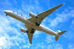 Finnair-` s Airbus, der vorbei fliegt Stockbild