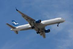 Finnair 757 som ankommer från Helsingfors Royaltyfri Bild