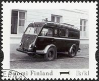 FINNLAND - 2013: Shows Renault Goelette Rikostutkimusauto, offizieller klassischer Weinlese-Polizeiwagen Reihe Finnlands Stockbild