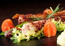 Fint äta middag, grillad bläckfisk Arkivbilder