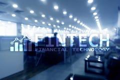 FINTECH - Finansiell teknologi, global affär och teknologi för informationsinternetkommunikation Skyskrapabakgrund Hög-tekniskt Arkivbild