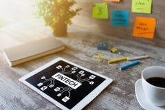 FIntech - finansiell teknologi, internetbetalning och digitalt pengarbegrepp royaltyfria bilder