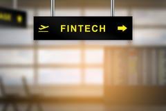 FINTECH o tecnología financiera en tablero de la muestra del aeropuerto Fotografía de archivo
