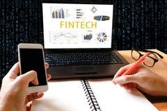 Fintech technologii Inwestorski Pieniężny Internetowy pojęcie Mężczyzna wo Obraz Royalty Free
