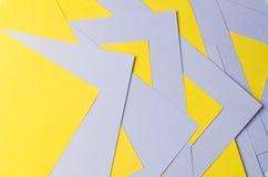 Fiołek i żółty koloru papieru tło Zdjęcia Royalty Free
