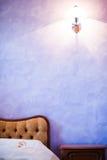 Fiołkowa sypialnia Zdjęcia Royalty Free