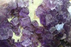 Fiołkowi fluoryt sześciany Zdjęcia Stock