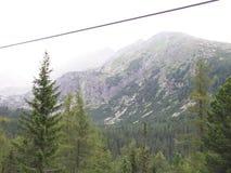 Fio de elevador da montanha fotografia de stock