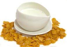 Fiocchi di granturco del latte della tazza Fotografia Stock Libera da Diritti