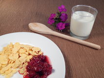 Fiocchi di granturco e latte, prima colazione Fotografie Stock