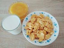 Fiocchi di granturco pronti asciutti della prima colazione con miele fotografia stock