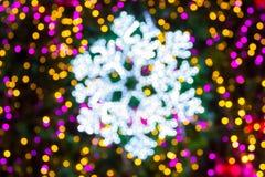 Fiocchi di neve astratti della sfuocatura su fondo Fotografie Stock Libere da Diritti
